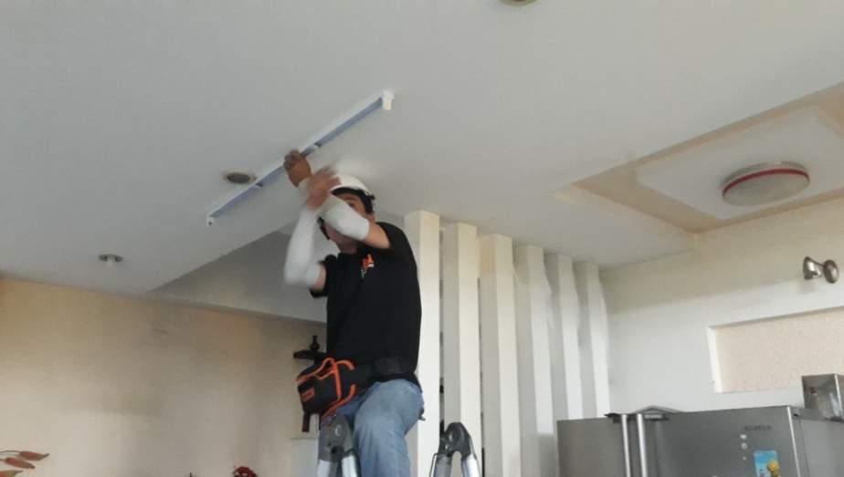 Để thay bóng đèn led 1m2 bạn chuẩn bị những thiết bị sau